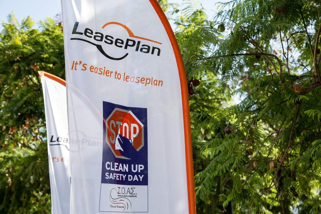 325CE25B72BCLEAN2BUP SAFETY2BDAY2B252812529 Οι πινακίδες στην Αθήνα «έλαμψαν» ξανά