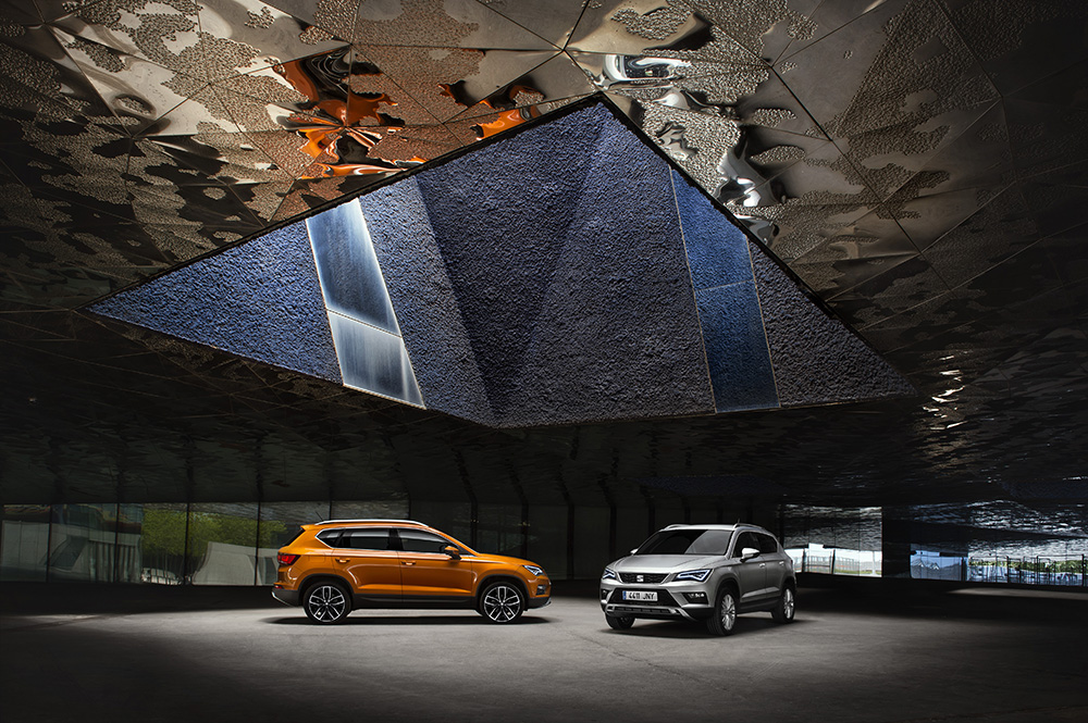 """COVER 1 To SEAT Ateca στέφεται """"Best Buy Car of Europe in 2017"""""""