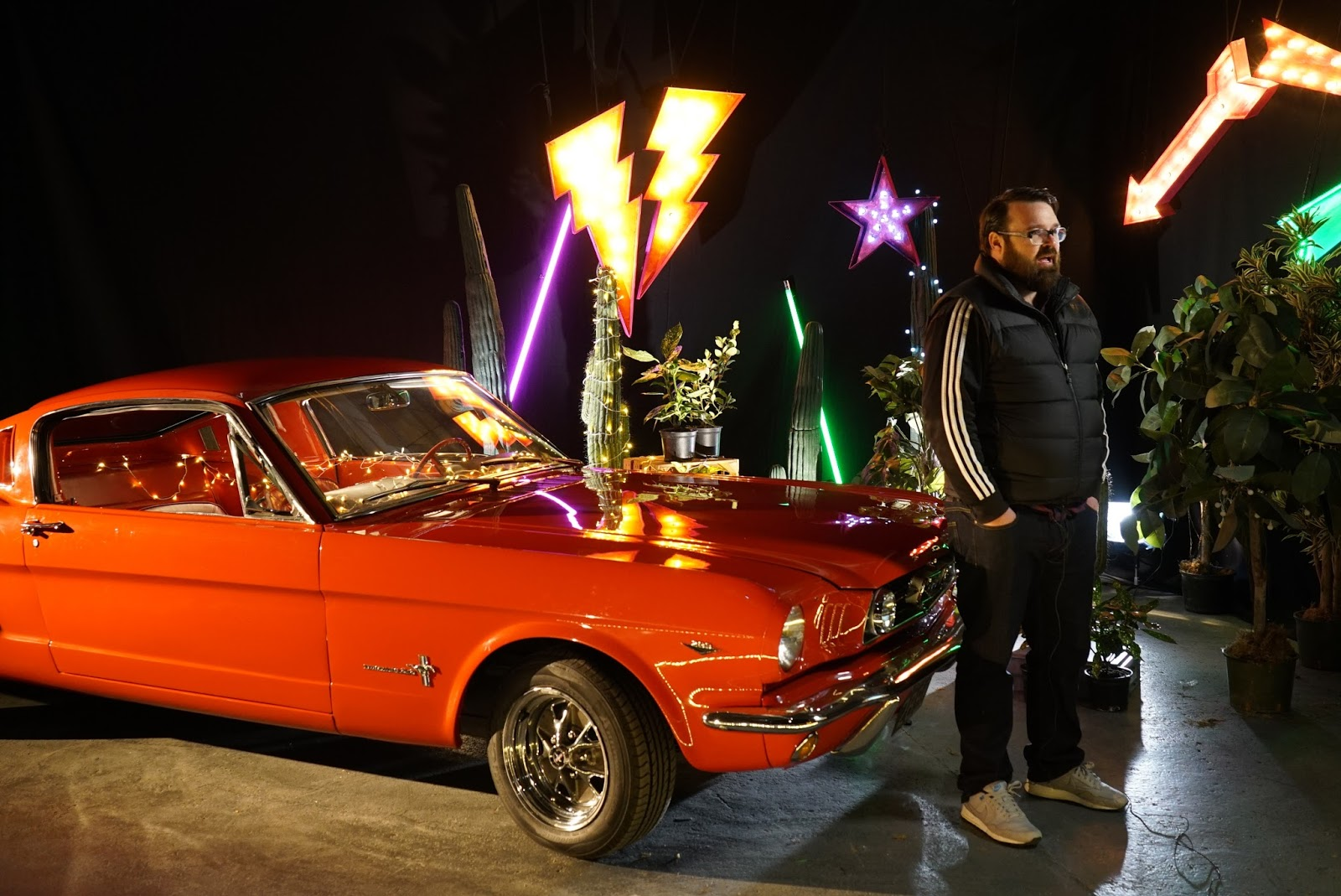 tinder mustang3 'Ραντεβού στα Τυφλά' με μία Ford Mustang μέσα από την εφαρμογή Tinder