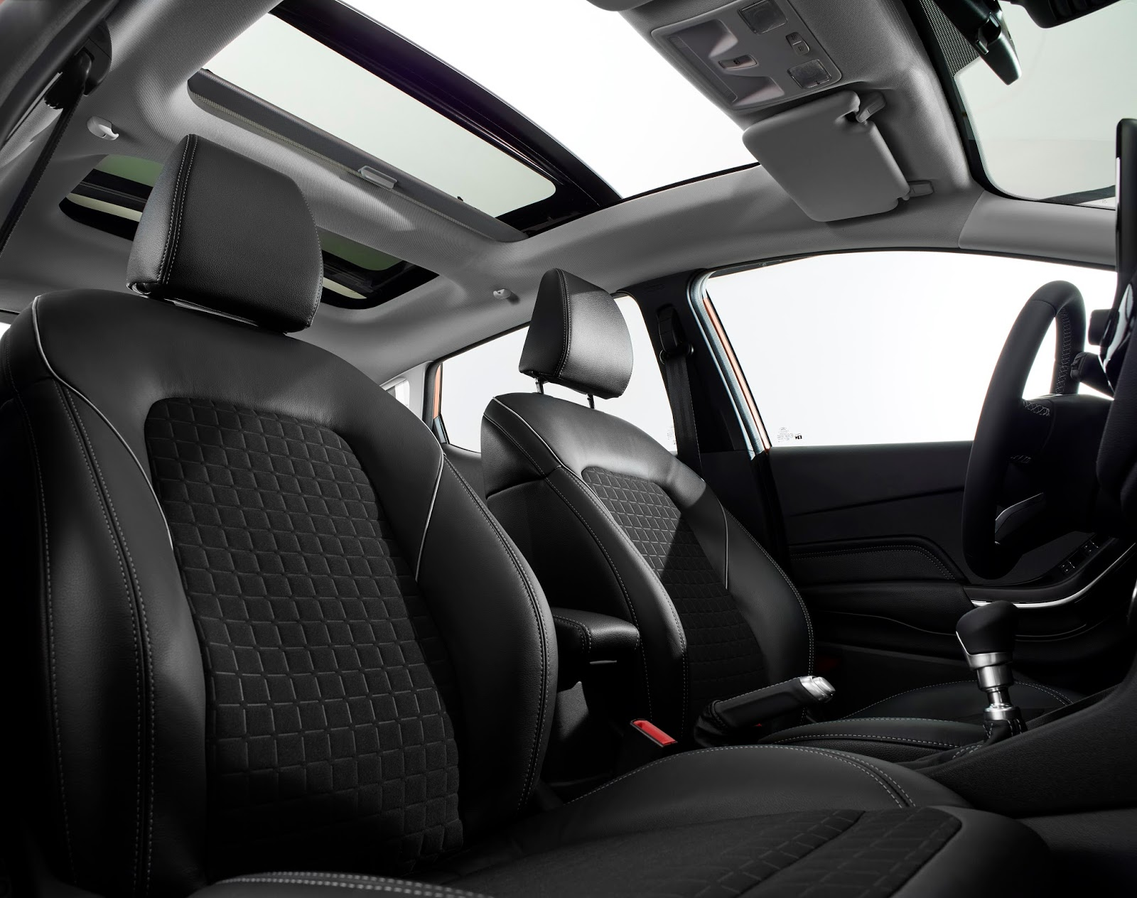 FORD FIESTA2016 TITANIUM FRONT SEAT ROW PANORAMIC ROOF 05 Τα πρώτα Ford Fiesta έρχονται στην Ελλάδα, με τιμή από 12.990€