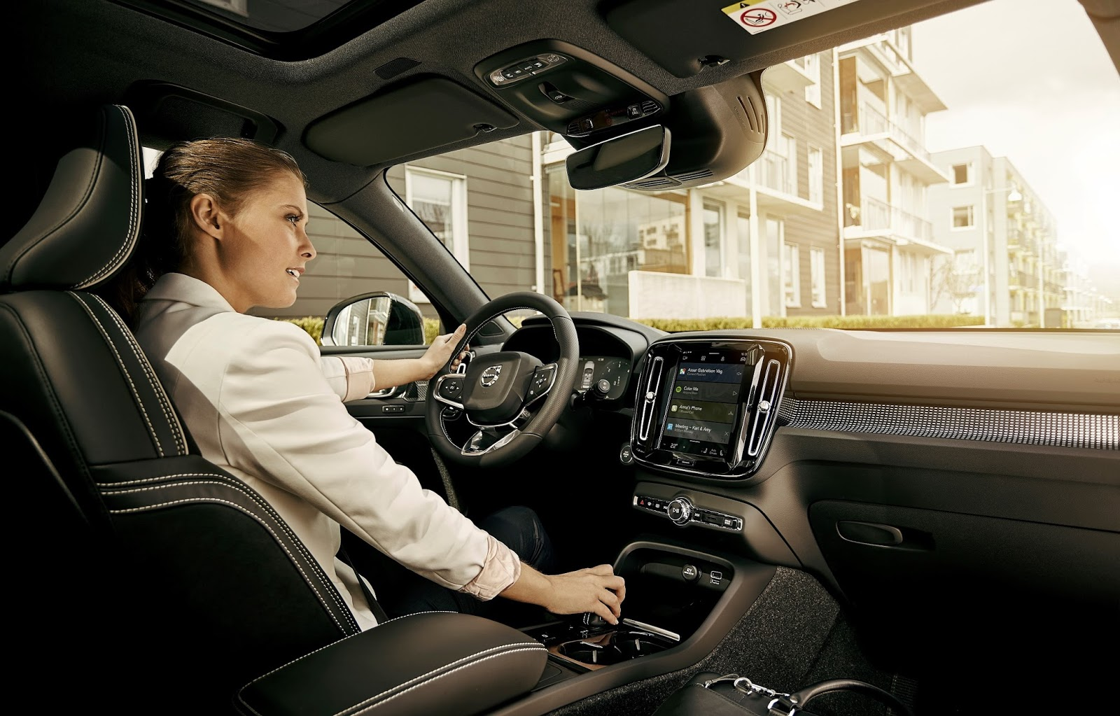 228668 Volvo Cars to embed Google Assistant Google Play Store and Google Maps in Συνεργασία της Volvo με τη Google
