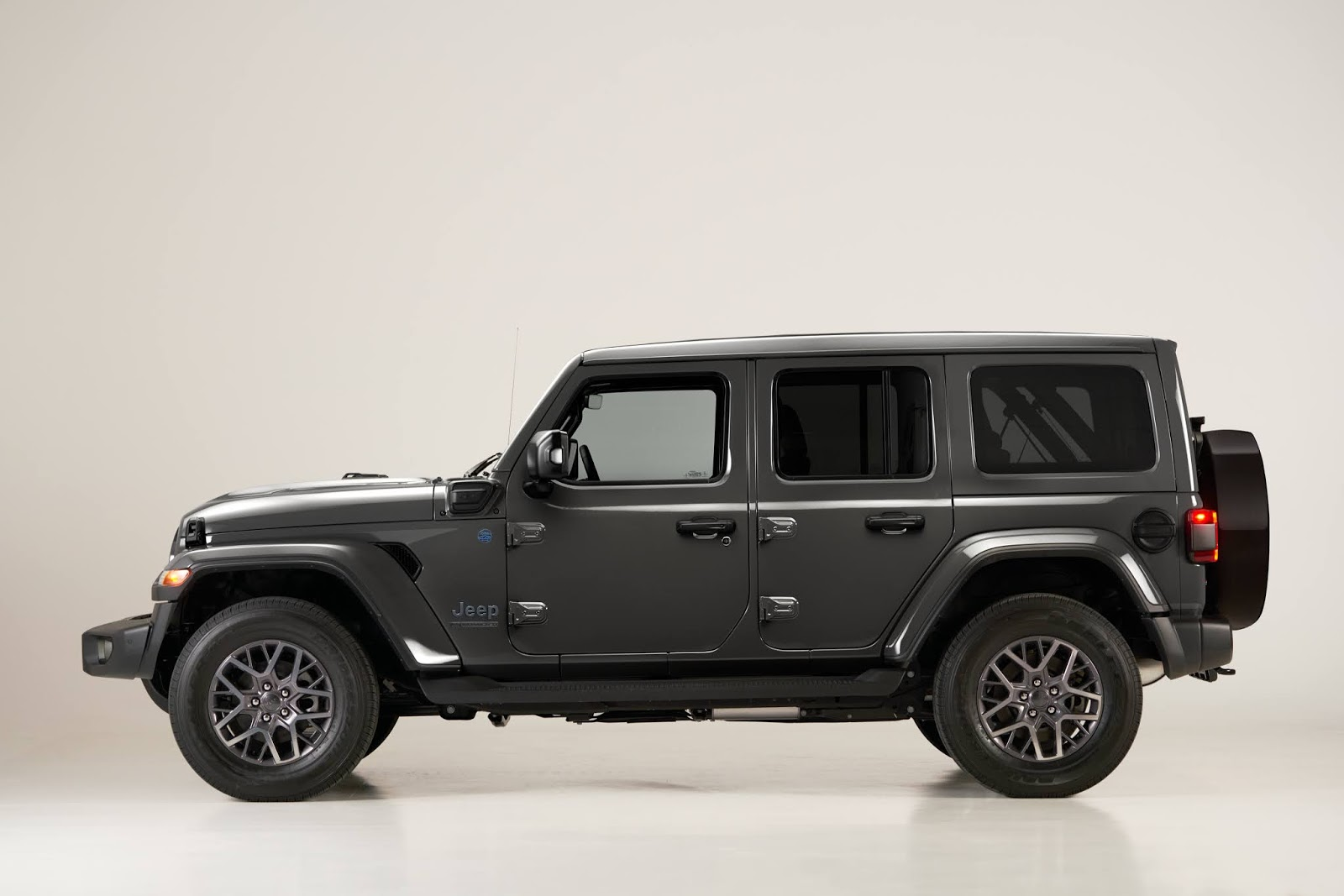 Jeep2BWrangler2B4xe2BFirst2BEdition lateral 1 Προ των Ευρωπαϊκών πυλών το νέο Plug-in Hybrid Jeep Wrangler 4xe