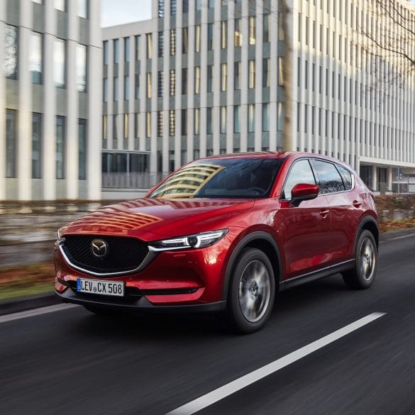 """2021 Mazda CX 5 Soul Red Crystal Action 21 Οι Γερμανοί διαπίστωσαν ότι το Mazda CX-5 """"δε σπάει-δε χαλάει"""""""