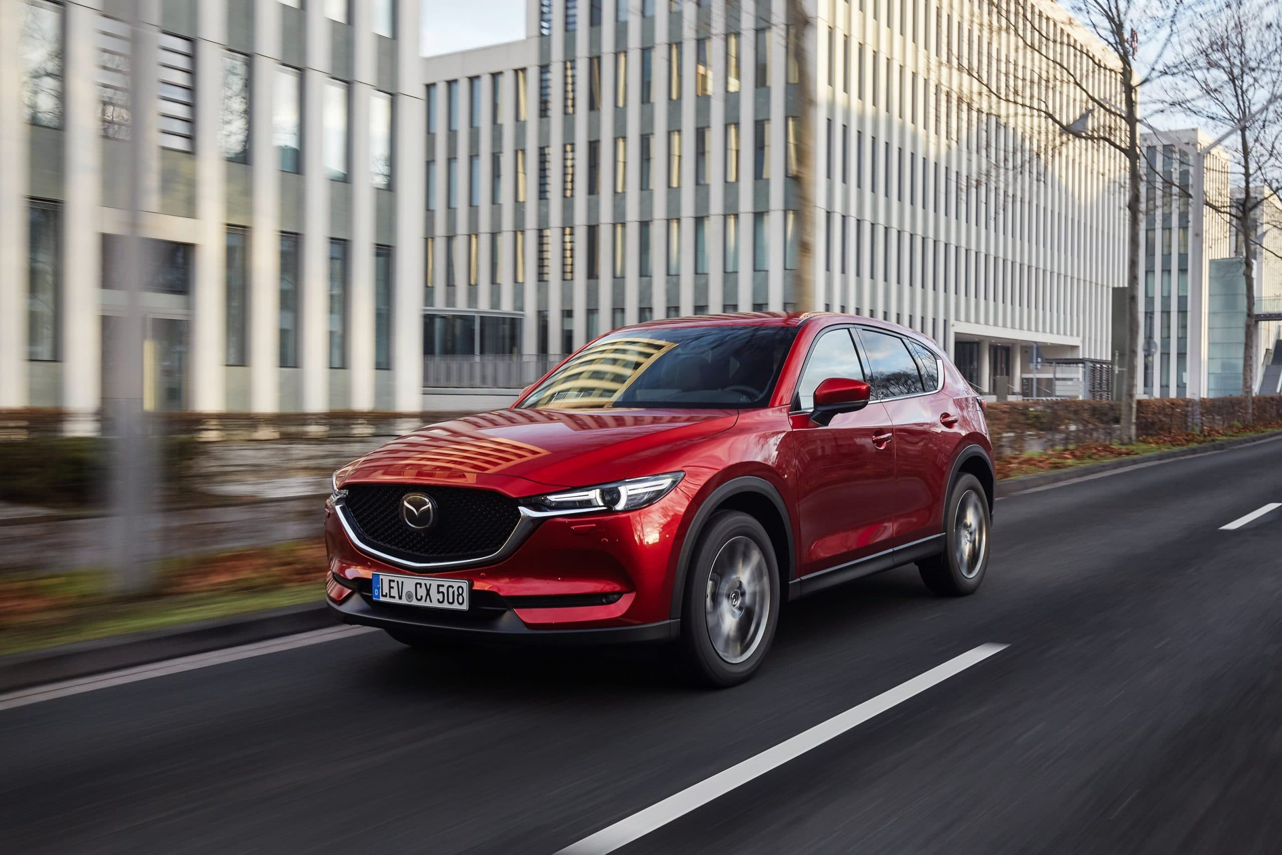 """2021 Mazda CX 5 Soul Red Crystal Action 21 scaled Οι Γερμανοί διαπίστωσαν ότι το Mazda CX-5 """"δε σπάει-δε χαλάει"""""""
