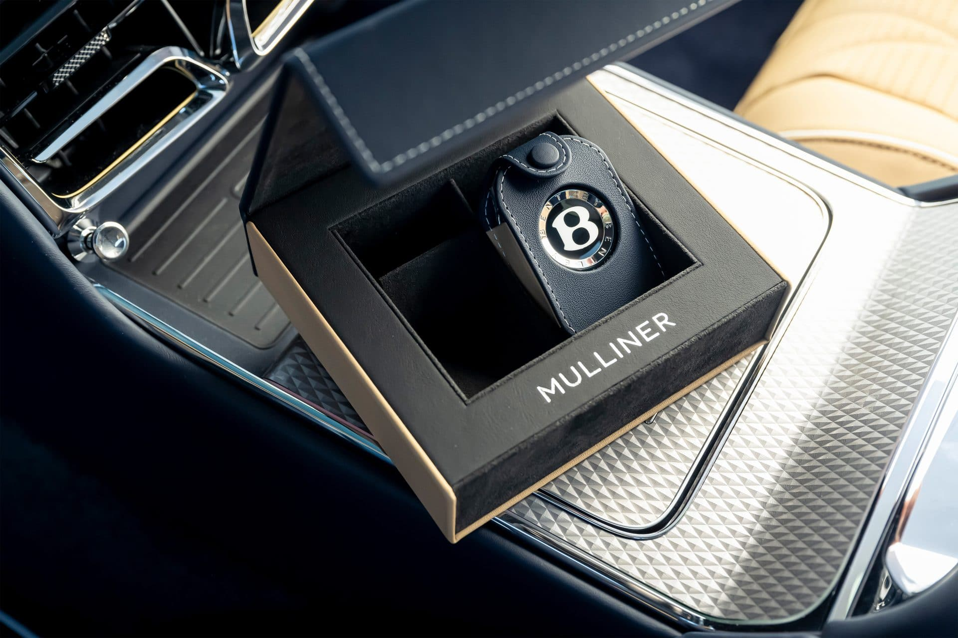 Flying Spur Mulliner 8 BENTLEY FLYING SPUR MULLINER : Κορυφαία εμπειρία Grand Touring